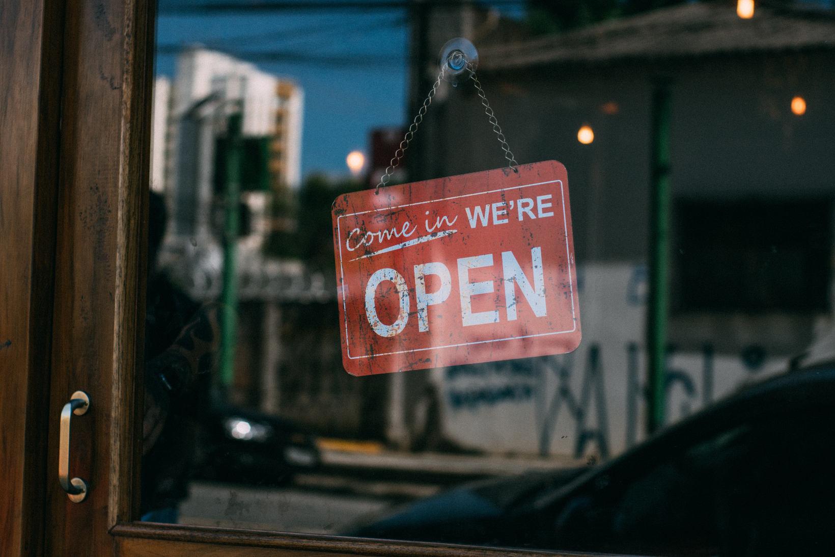 Hai un negozio fisico  5 motivi per cui devi vendere anche online - Delta  informatica 1a07dd4dd449